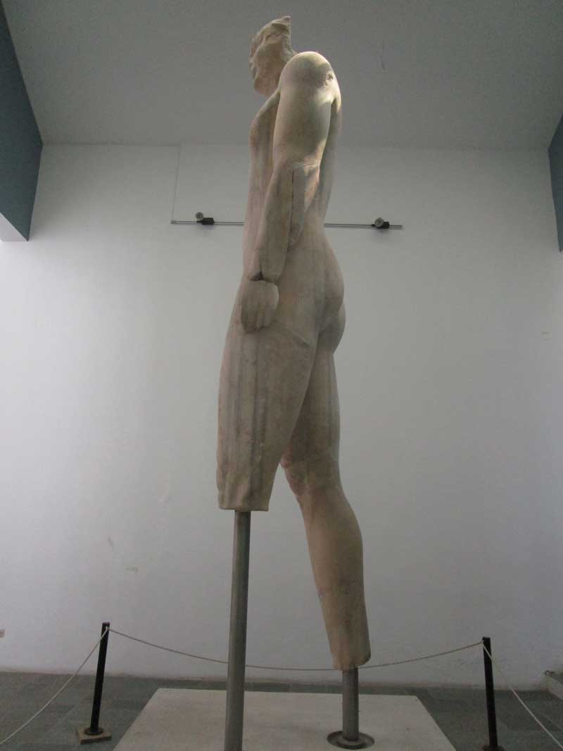 Photo: Colossal kouros figure from the Heraion at Samos, ca. 580 B.C.E. Archeological Museum, Vathi, Samos, Greece.